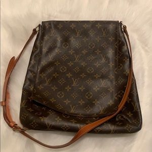😊🎁❤️💰Louis Vuitton Authentic Cross body Bag!!!!